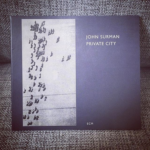 Its not a part of either #itunesmusic or #spotifymusic - but still a very #recommendable album by John Surman! #privatecity #johnsurman #portraitofaromantic #ecmrecords #printedingermany #musicrecommendation #sofa #sofasliter #påska2017