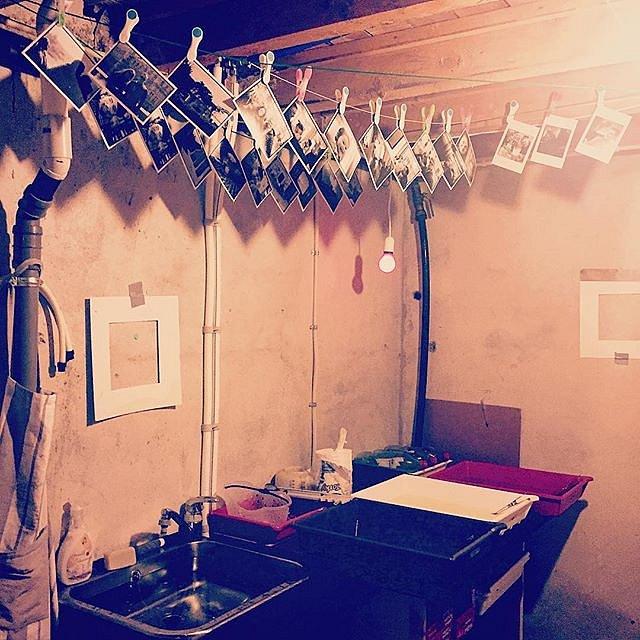 Got to love this room. Always clean. Always ready to go. #mydarkroom #darkroomdays #darkroommagic #darkroomprint #analoglove #analogphotography #analogfilm #filmisalive #filmisnotdead #ilfordhp5 #afga #silverprints #everlastingphotography #mørkerom #nuffs
