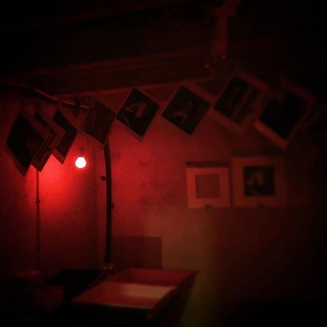 """Its closing in on #exhibitiontime for #åttebrikker. Greitt, tar det på norsk: E e i beit for 2 damer og en mann til hvert sitt portrett til konseptet """"8 brikker"""". Ring meg om du har nummeret mitt. Burde prøve å få til noe innen 17. mai. 5 stykker har alle"""