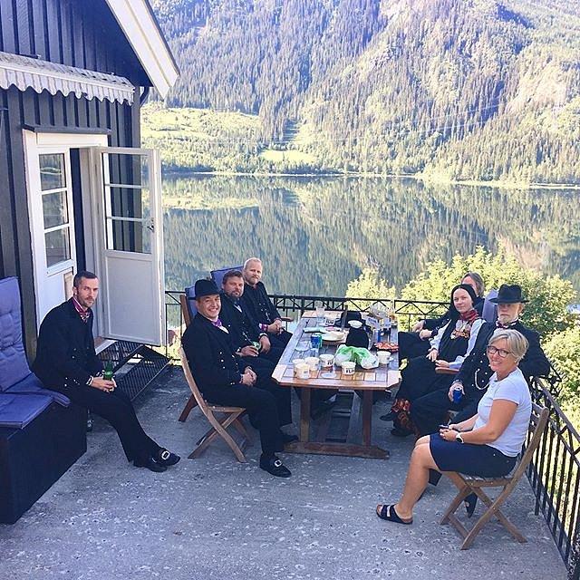 Standsmessig frukost og resten tå Bondebryllauet på Holsdagen tjuenikjan #kantefølflak